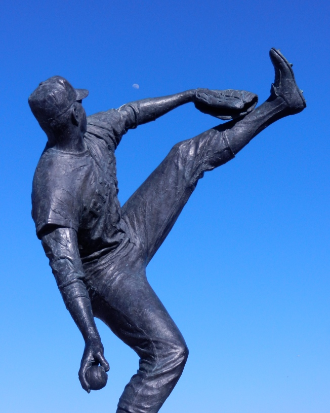 The Statue of Juan Marichal Aims for the Moon,  20 April 2013