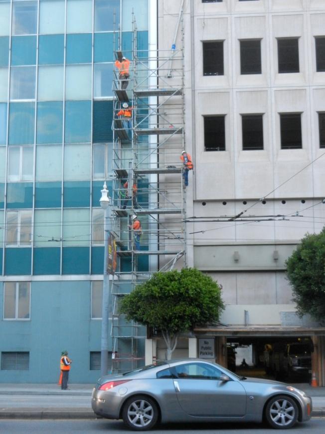 (De-)Construction Workers Dismantling 101 Van Ness, 10 October 2013
