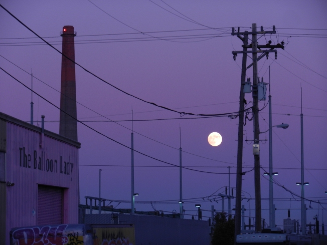 Full Moon Over San Francisco's East Coast, 16 November 2013