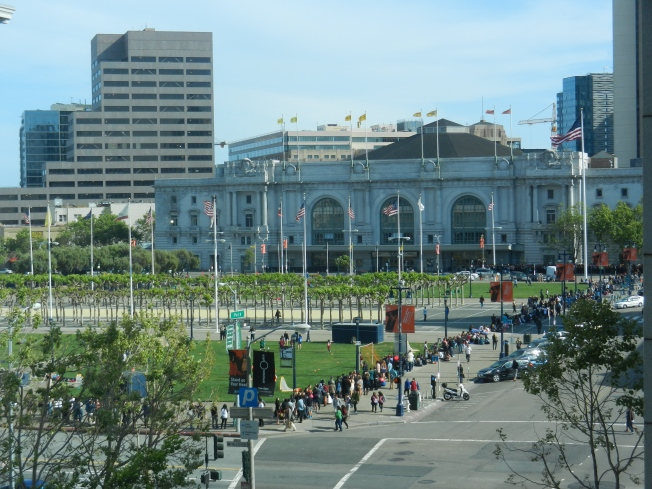 Lining Up for the Lana Del Rey Show at Bill Graham Civic Center, 18 April 2014
