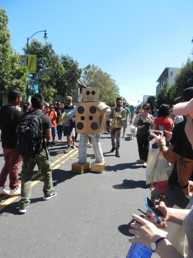 Dancing Robot, Valencia Sunday Streets