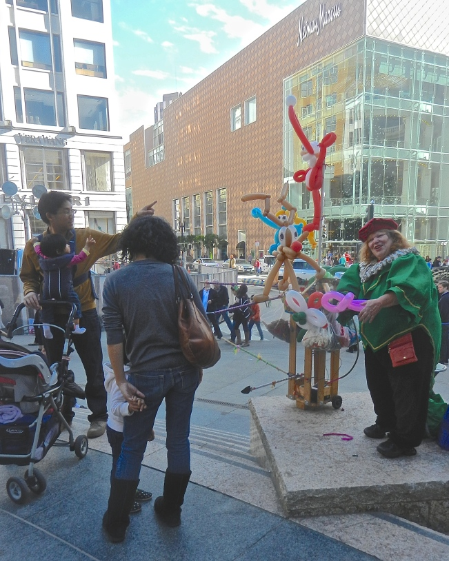 Balloon Lady Singing to Her Customers, Union Square, San Francisco, 28 November 2014